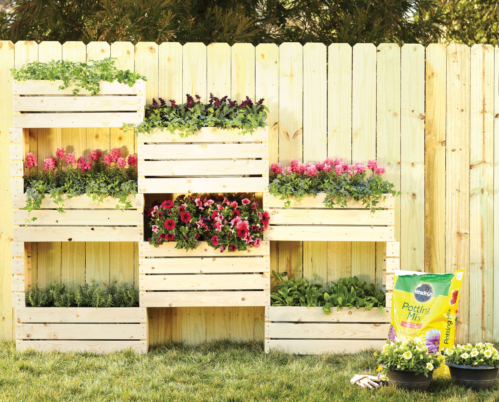 Vertical planter diy home depot garden project for Home vertical garden