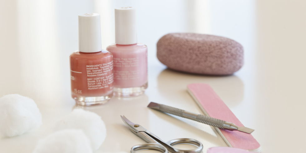 How youre painting your nails wrong mistakes youre making with make your manicure last longer solutioingenieria Choice Image