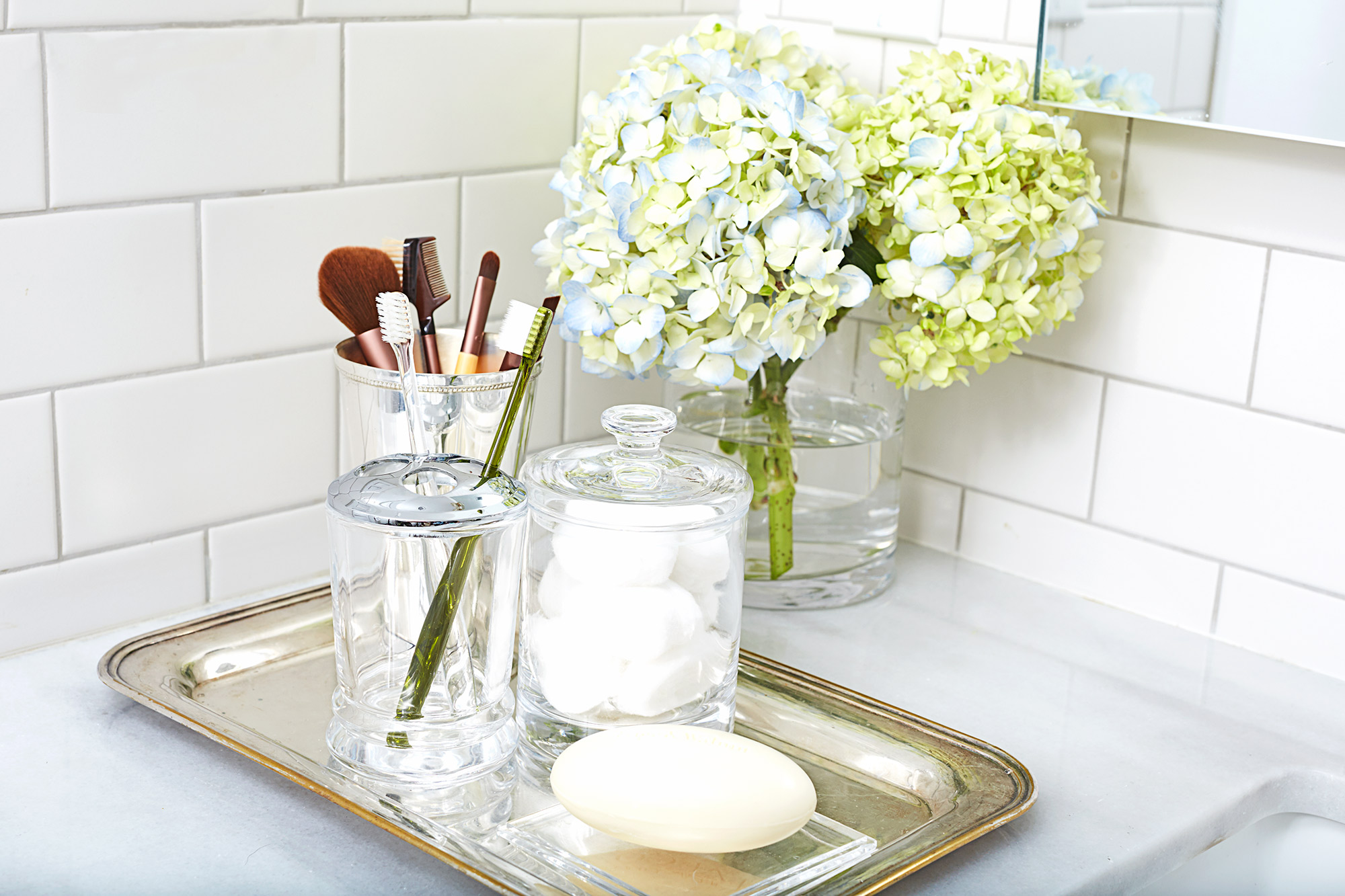 Organizing ideas for the bathroom decorative organizing - How to thoroughly clean your bathroom ...