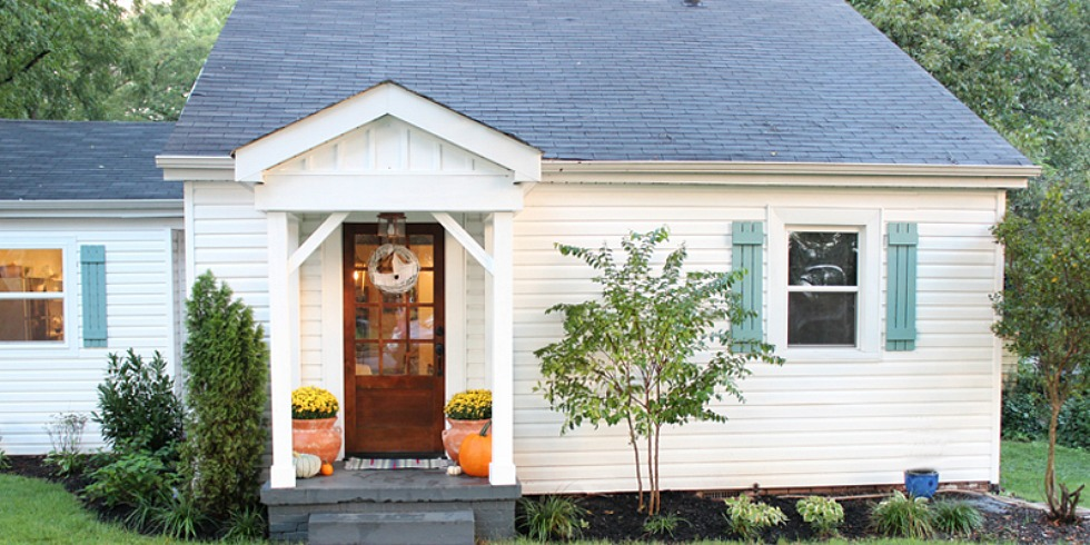 Cottage exterior makeover curb appeal before and after for Cottage design exterior