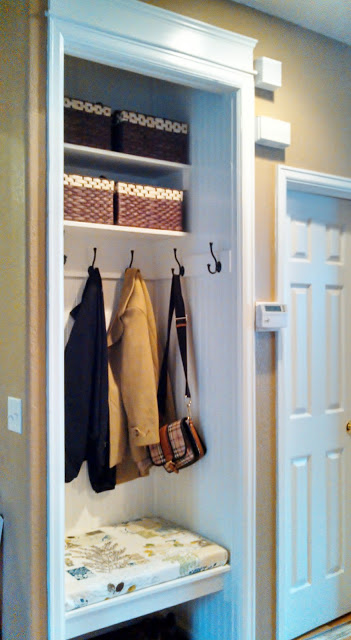 Open Foyer Closet : Ways to fake an entryway decorating tips