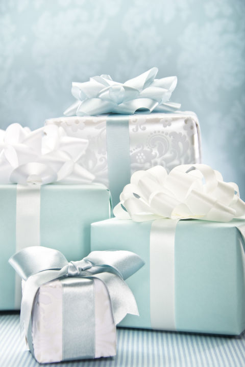 Do I Need To Get A Gift For Destination Wedding