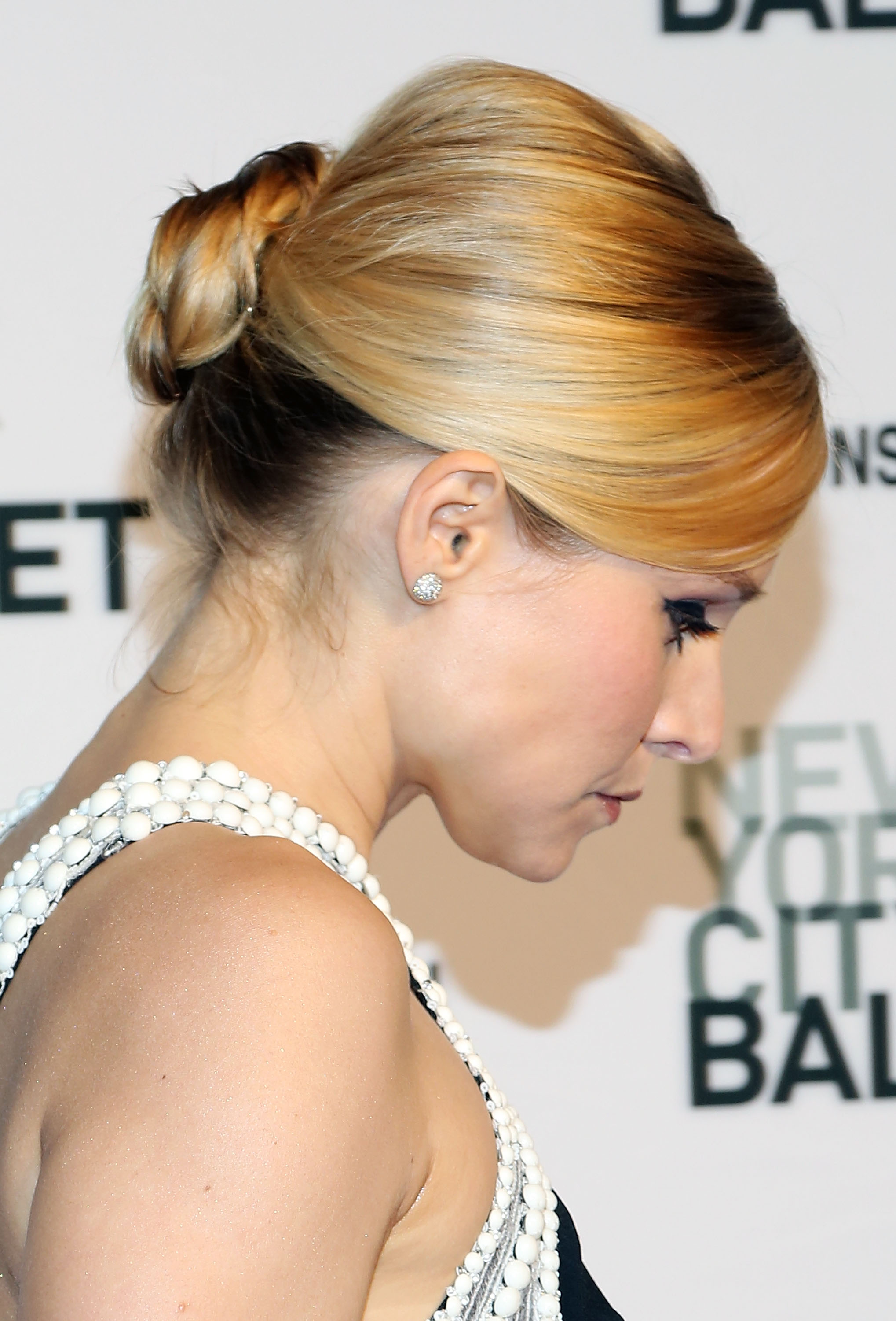 Easy Updo Hairstyles For Formal Events Elegant Updos To Try - Classic elegant hairstyle