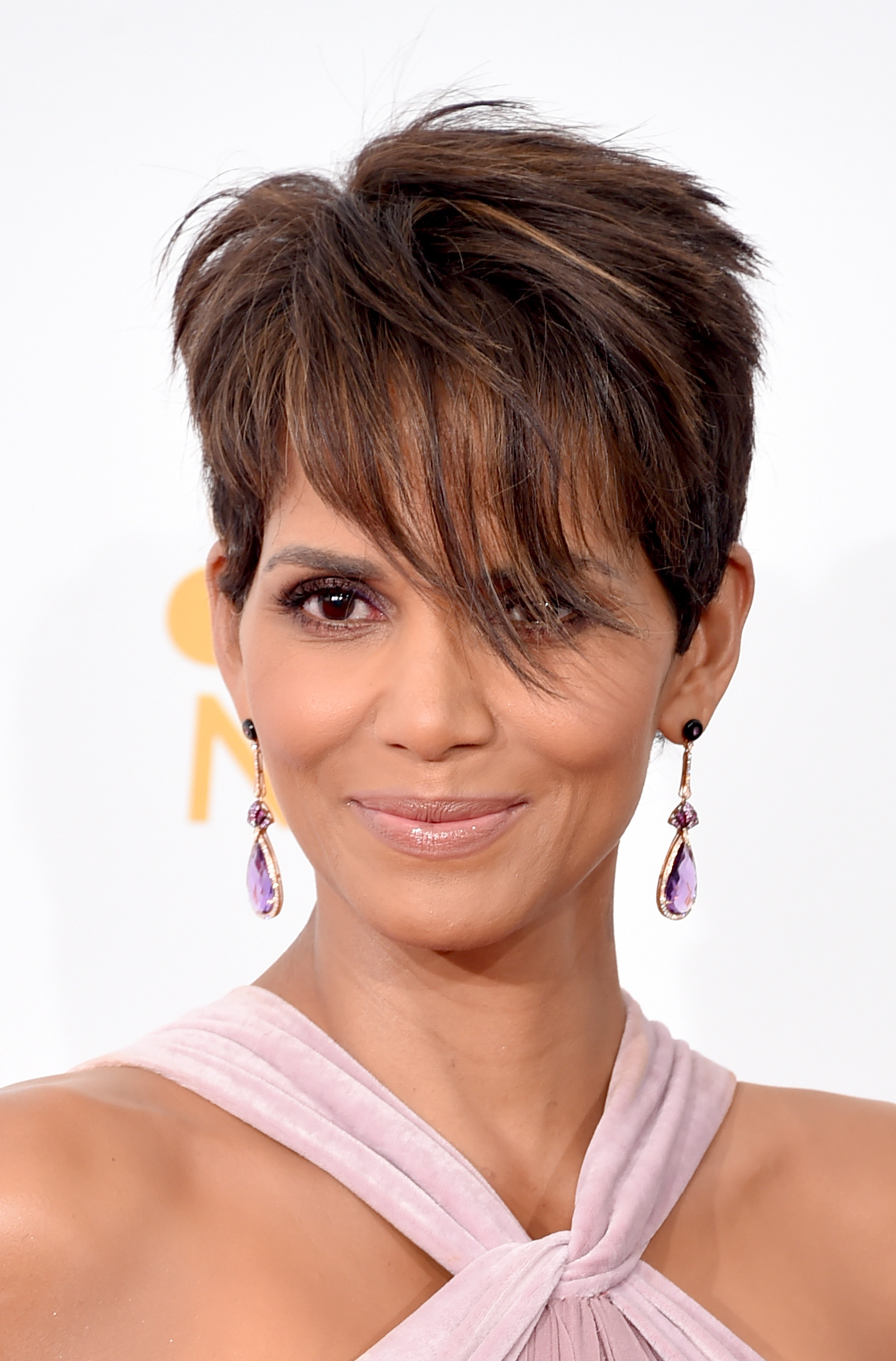 Groovy 34 Pixie Hairstyles And Cuts Celebrities With Pixies Short Hairstyles Gunalazisus