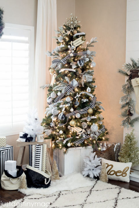 15 Decorated Christmas Tree Ideas - Pictures of Christmas Tree ...