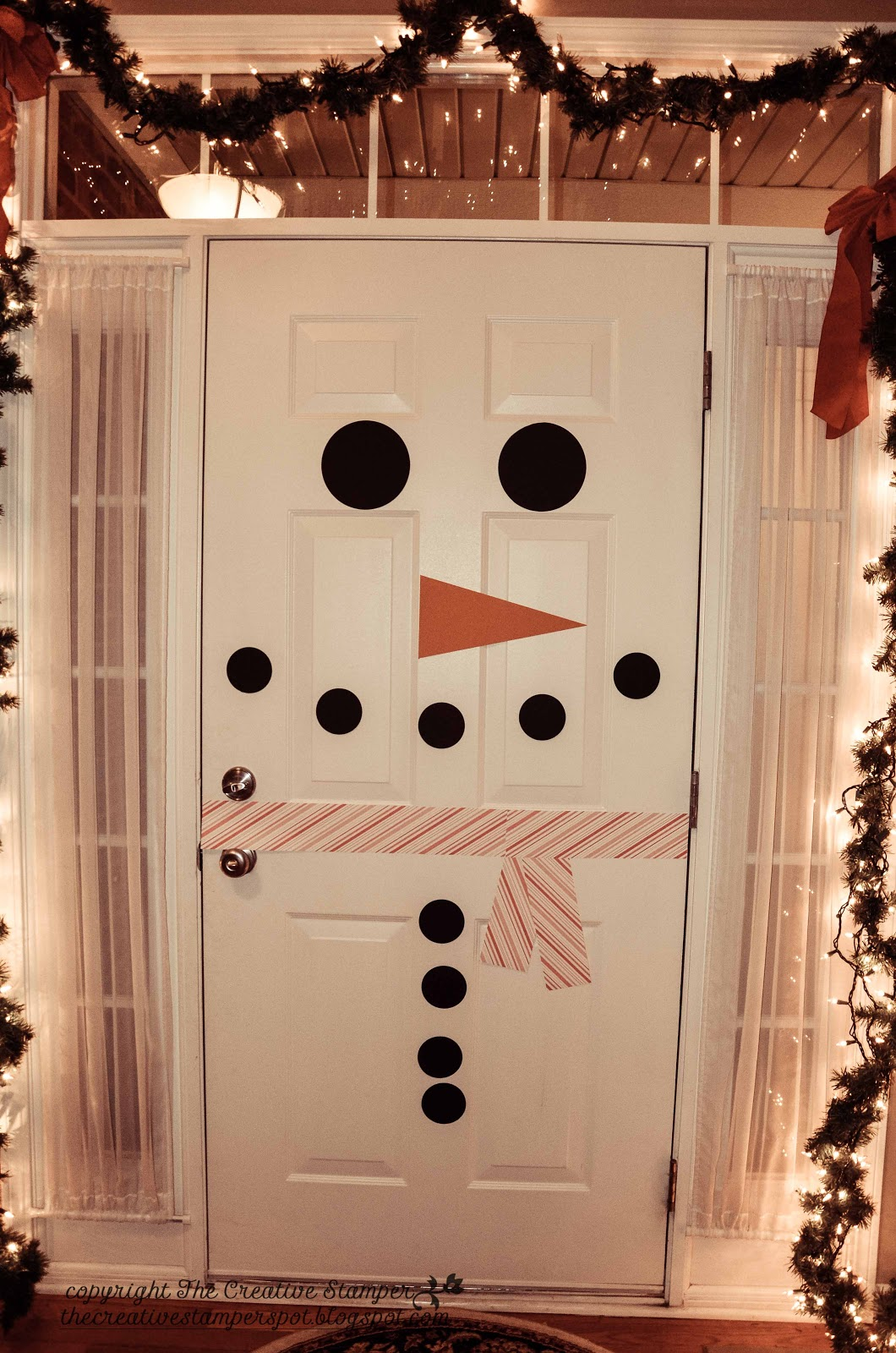 Diy christmas bathroom decor - 30 Christmas Door Decorating Ideas Best Decorations For Your Front Door