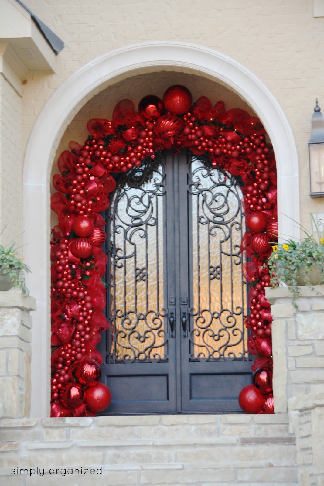 Garage door christmas decorating ideas - 30 Christmas Door Decorating Ideas Best Decorations For Your Front Door