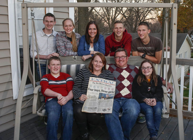 Bobbi and Kenny McCaughey with (clockwise from the back left) Joel, Natalie, Kelsey, Kenny Jr., Brandon, Alexis, and Nathan at home in Iowa.