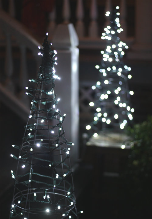 20 outdoor christmas light decoration ideas outside christmas lights display pictures - White Outdoor Christmas Tree