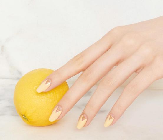 Image Ghkh Cdnco Assets 16 06 Pastel Yellow Nail Art