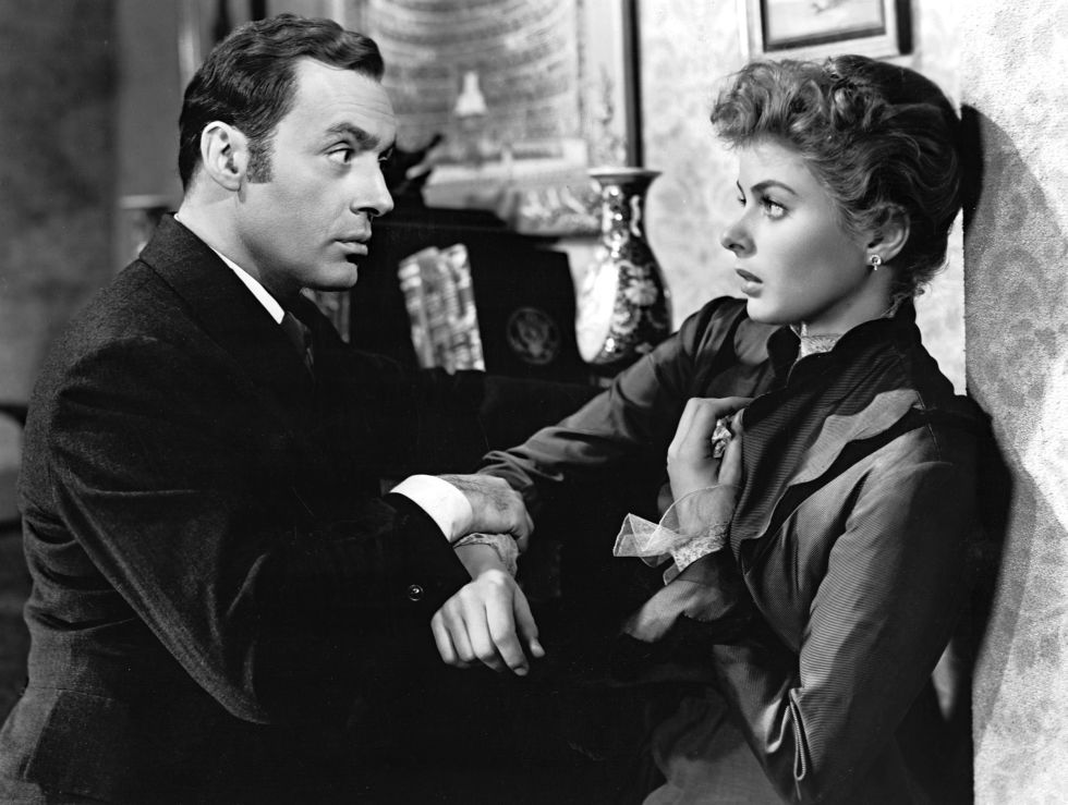 Actress Ingrid Bergman, as opera singer Paula Alquist Anton, and American actor Joseph Cotten, as Scotland Yard's police officer Brian Cameron, in a scene from the whodunit 'Gaslight'. USA, 1944.