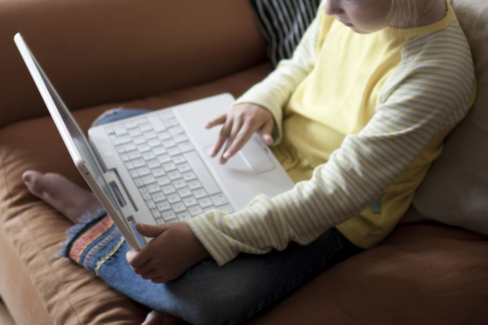 online safety identity theft child surfing Internet links