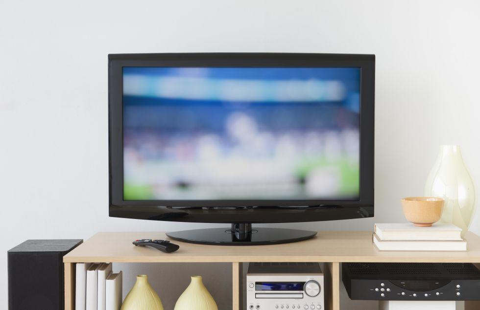Ό, τι κι αν κάνετε, δεν ισχύουν υγρό καθαρισμού απευθείας στις επιφάνειες των αντικειμένων τεχνολογίας σας ή μπορεί να καταστρέψει την εικόνα. Αντ 'αυτού, χρησιμοποιήστε ένα πανί μικροϊνών για την αντιμετώπιση ευαίσθητες LCD, πλάσμα, ή οθόνες οπίσθιας προβολής και spot-καθαρό λεκέδες με ένα προ-βρεγμένο πανάκι που έχουν σχεδιαστεί ειδικά για τα ηλεκτρονικά.