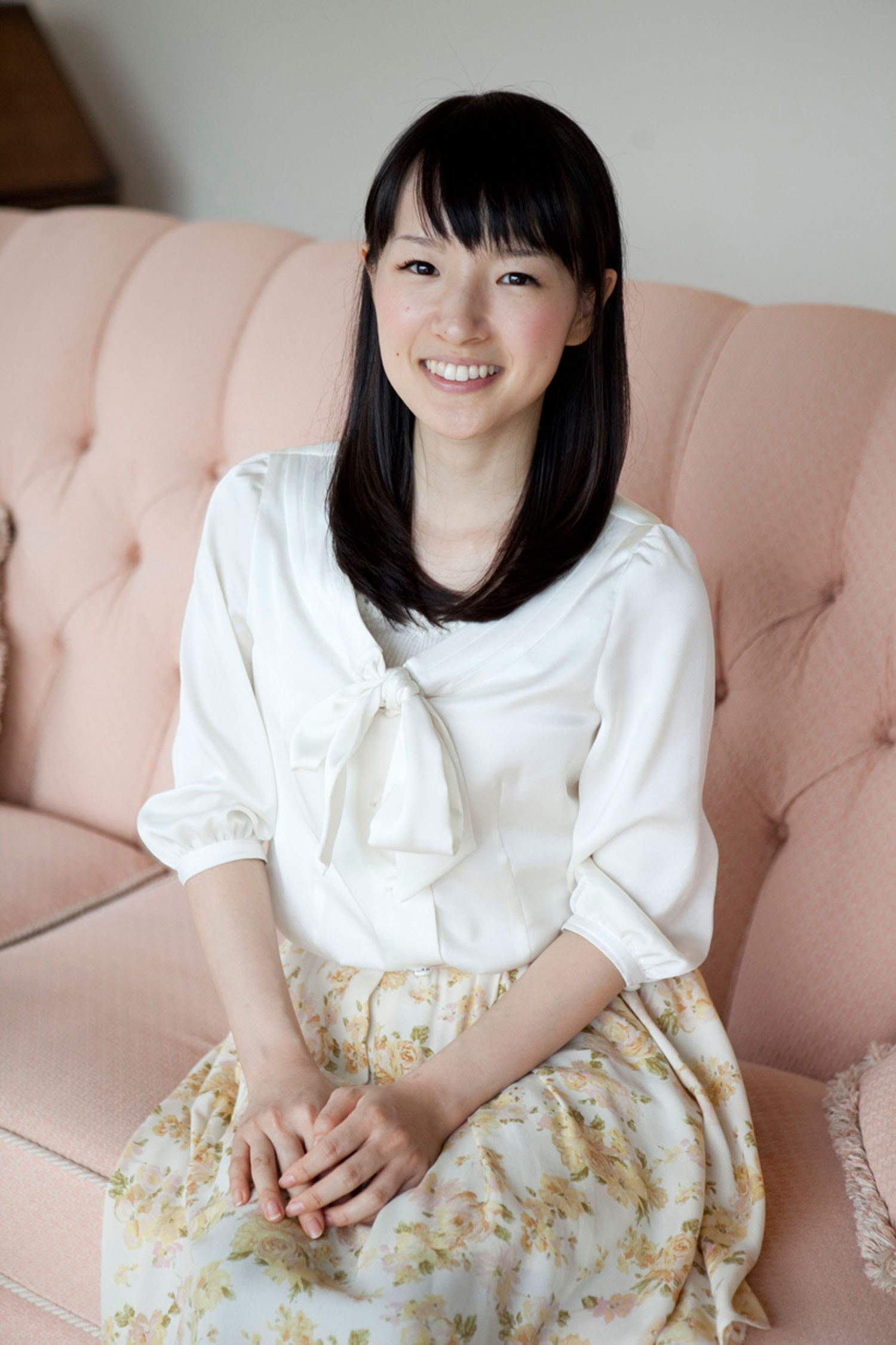 marie kondo talks to the konmari method. Black Bedroom Furniture Sets. Home Design Ideas