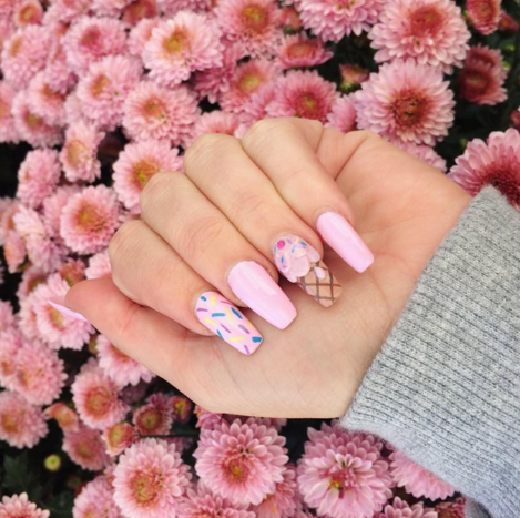 One part cute and two parts fun, this delightful ice cream manicure looks good enough to eat. Not only does it show off your sweet side, it looks totally elegant on long, uniform nails. See more on Adore Dolls Parlour's Instagram »