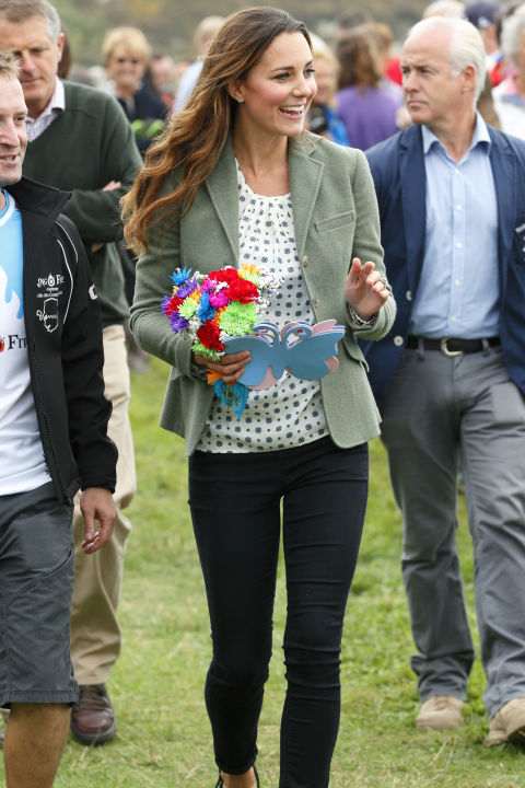 August 30, 2013 — Kate turned to her casual uniform of skinny jeans, a blouse and a blazer once again for the Ring O'Fire Anglesey Costal Ultra Marathon in Holyhead, Wales.