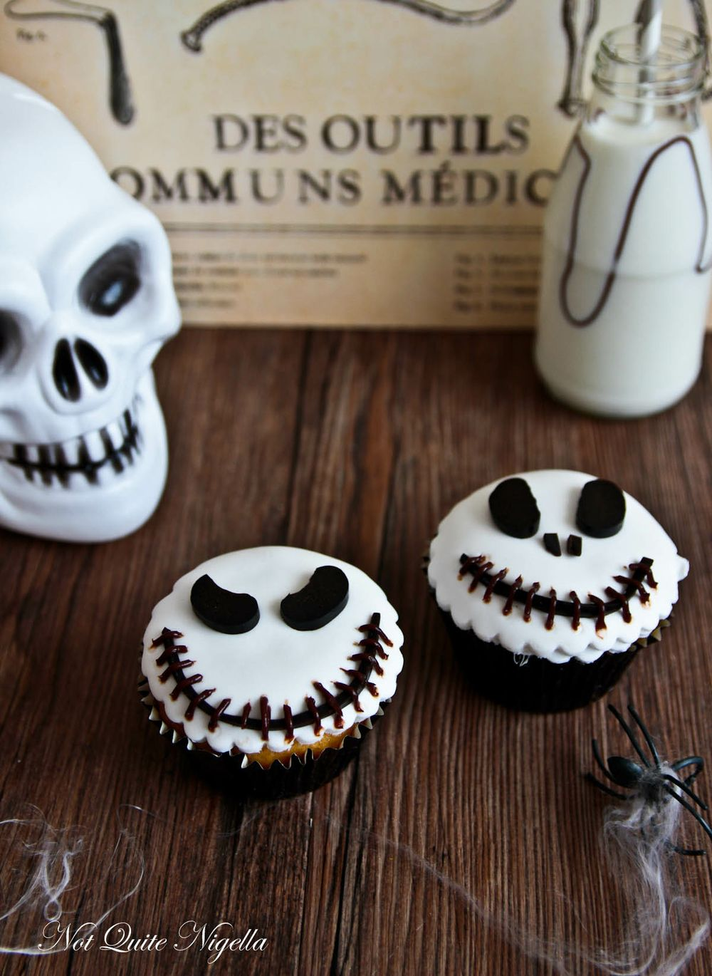 34 cute halloween cupcakes easy recipes for halloween cupcake ideas - Simple Halloween Cake Decorating Ideas