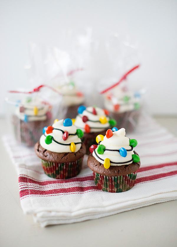 1470257115-christmas-light-cupcakes05.jpg
