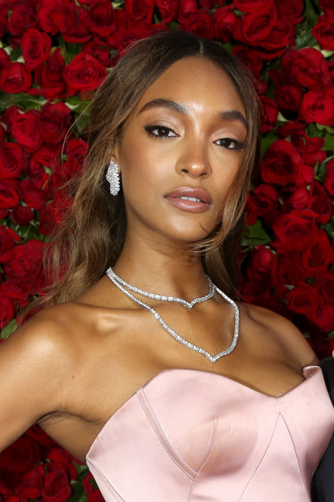 Pressed for time? Lucky for you, a swipe of sheer color is trending this fall. Jourdan Dunn is rocking an easy sandy pink on her lids, cheeks and lips — the perfect beauty accompaniment to her blush-colored gown and delicate waves.<br />
