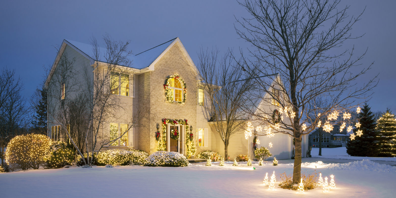 Christmas house outside - 15 Outdoor Christmas Light Decoration Ideas Outside Christmas Lights Display Pictures