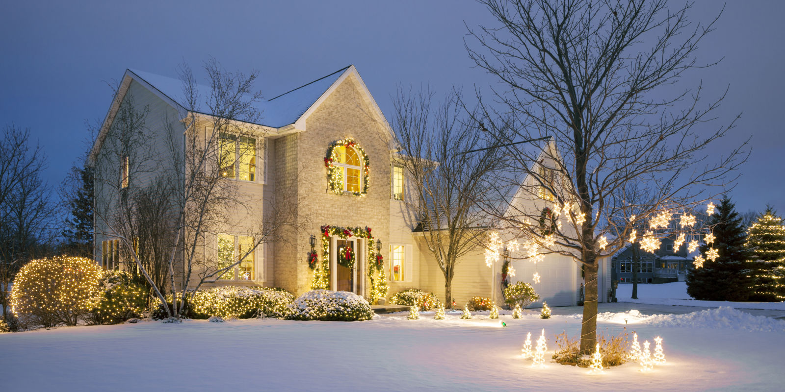 20 Outdoor Christmas Light Decoration Ideas