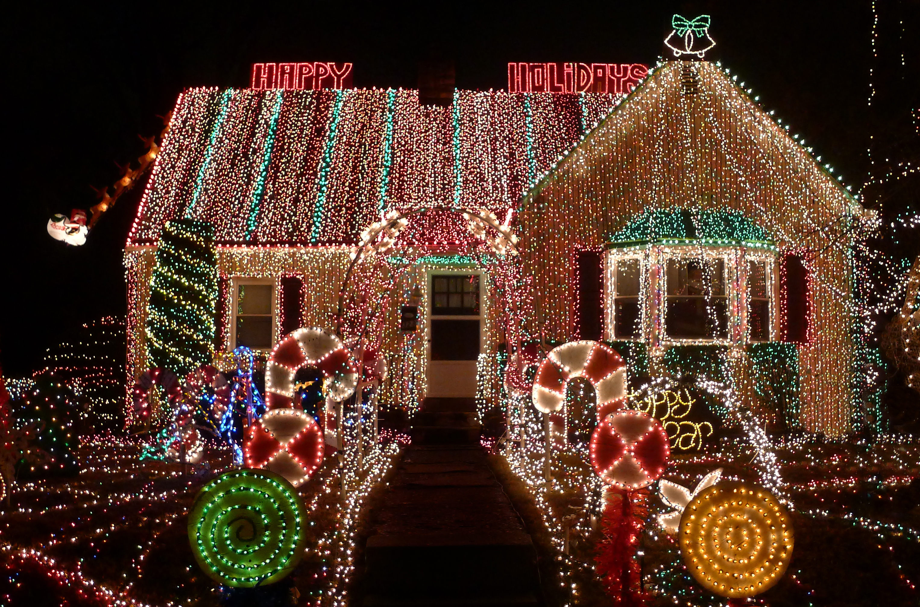 20 outdoor christmas light decoration ideas outside christmas lights display pictures - Coolest Christmas Lights