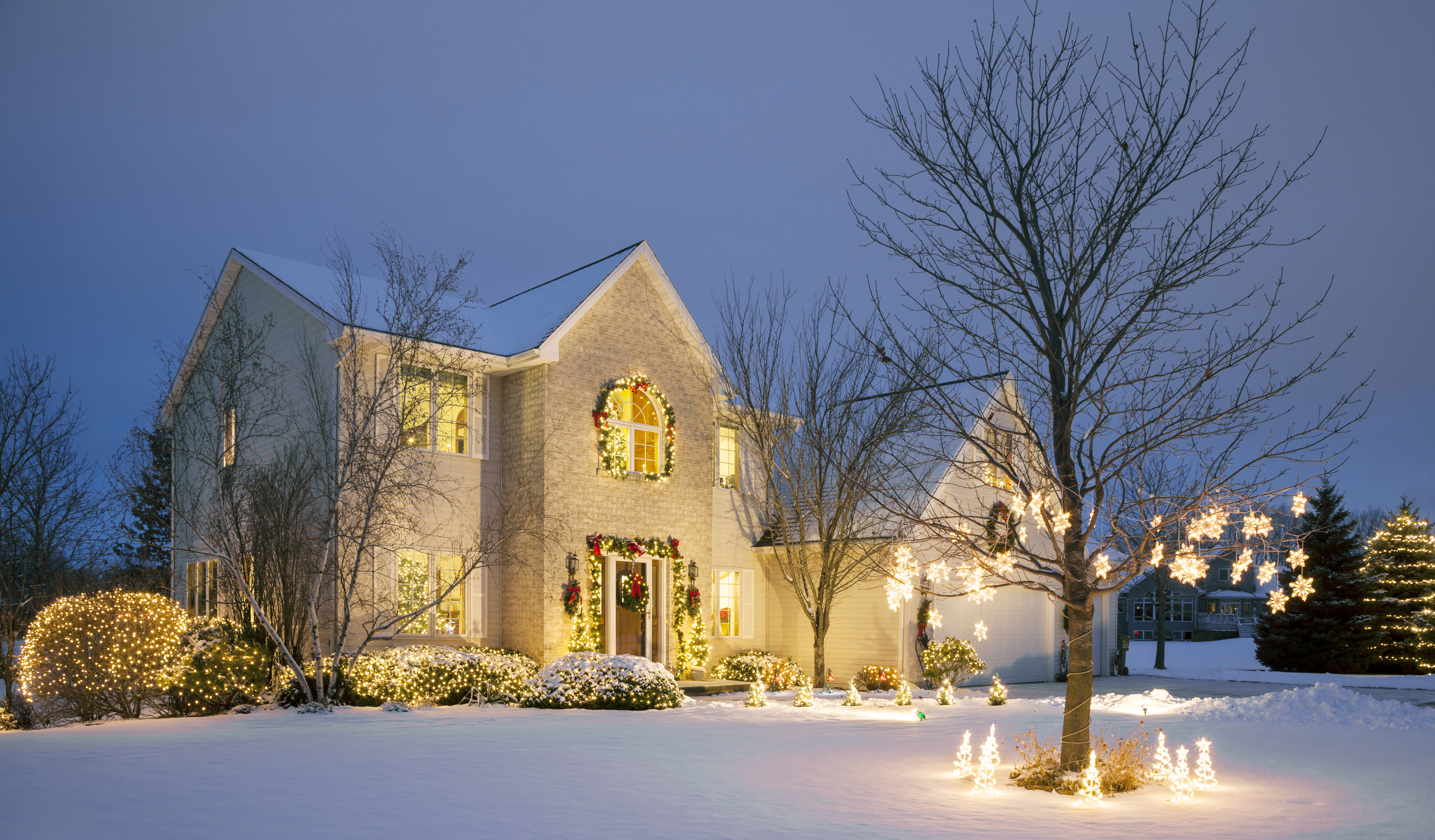 20 Outdoor Christmas Light Decoration Ideas - Outside ...