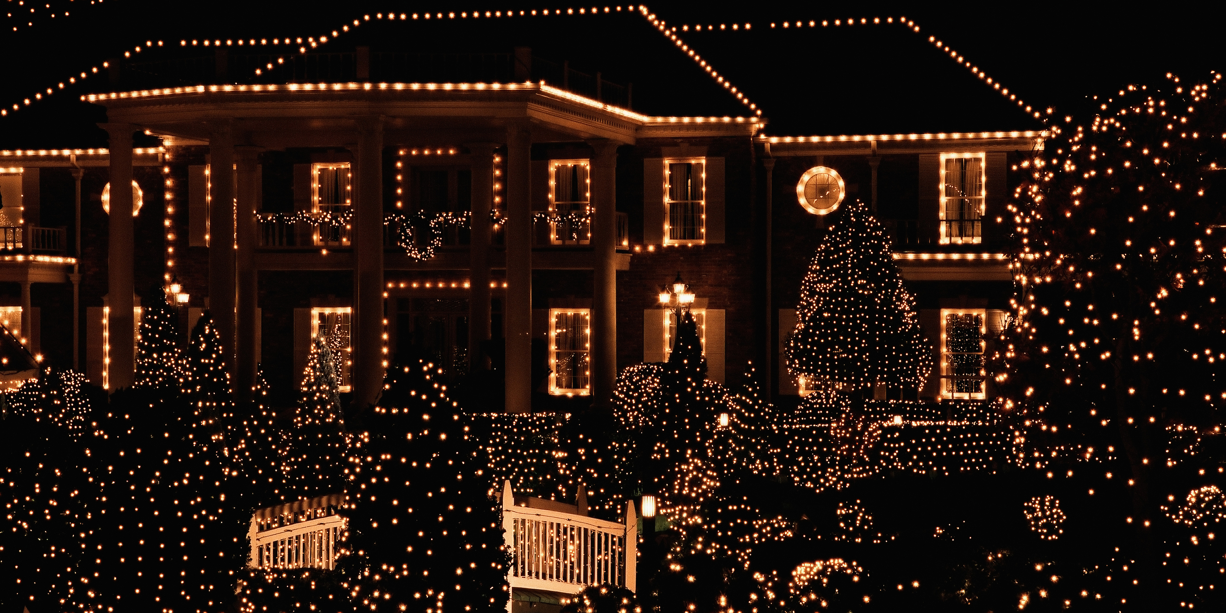 17 outdoor christmas light decoration ideas outside - Large bulb exterior christmas lights ...
