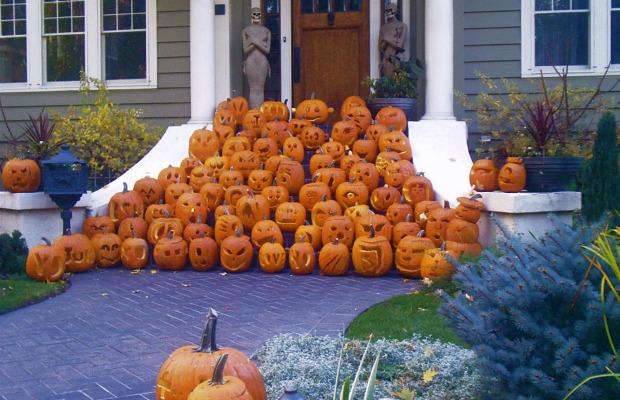15 best outdoor halloween decoration ideas creative halloween front yard decorating - Halloween Yard Decoration