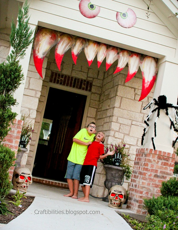 15 best outdoor halloween decoration ideas creative halloween front yard decorating - Halloween House Decorations