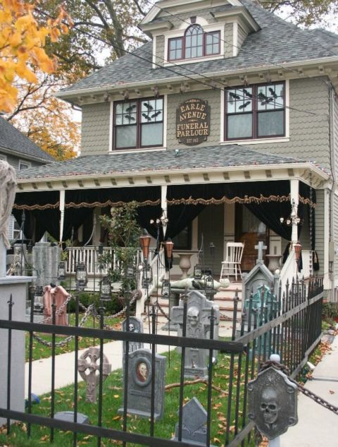 halloween decor - Halloween Decorated House