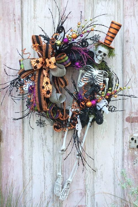 DIY Halloween Wreath - Halloween Decor Ideas