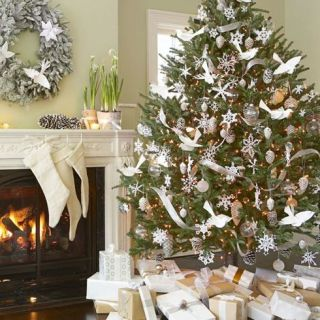 Deck the halls (and just about everywhere else) with these cheerful  projects.