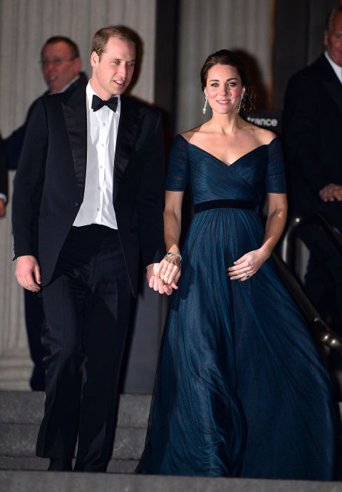 December 9, 2014&amp;nbsp;&mdash;&amp;nbsp;Kate&amp;nbsp;dazzled in an off-the-shoulder dress with an empire waist to the&amp;nbsp;St. Andrews 600th Anniversary Dinner at the Metropolitan Museum of Art&amp;nbsp;in New York City.
