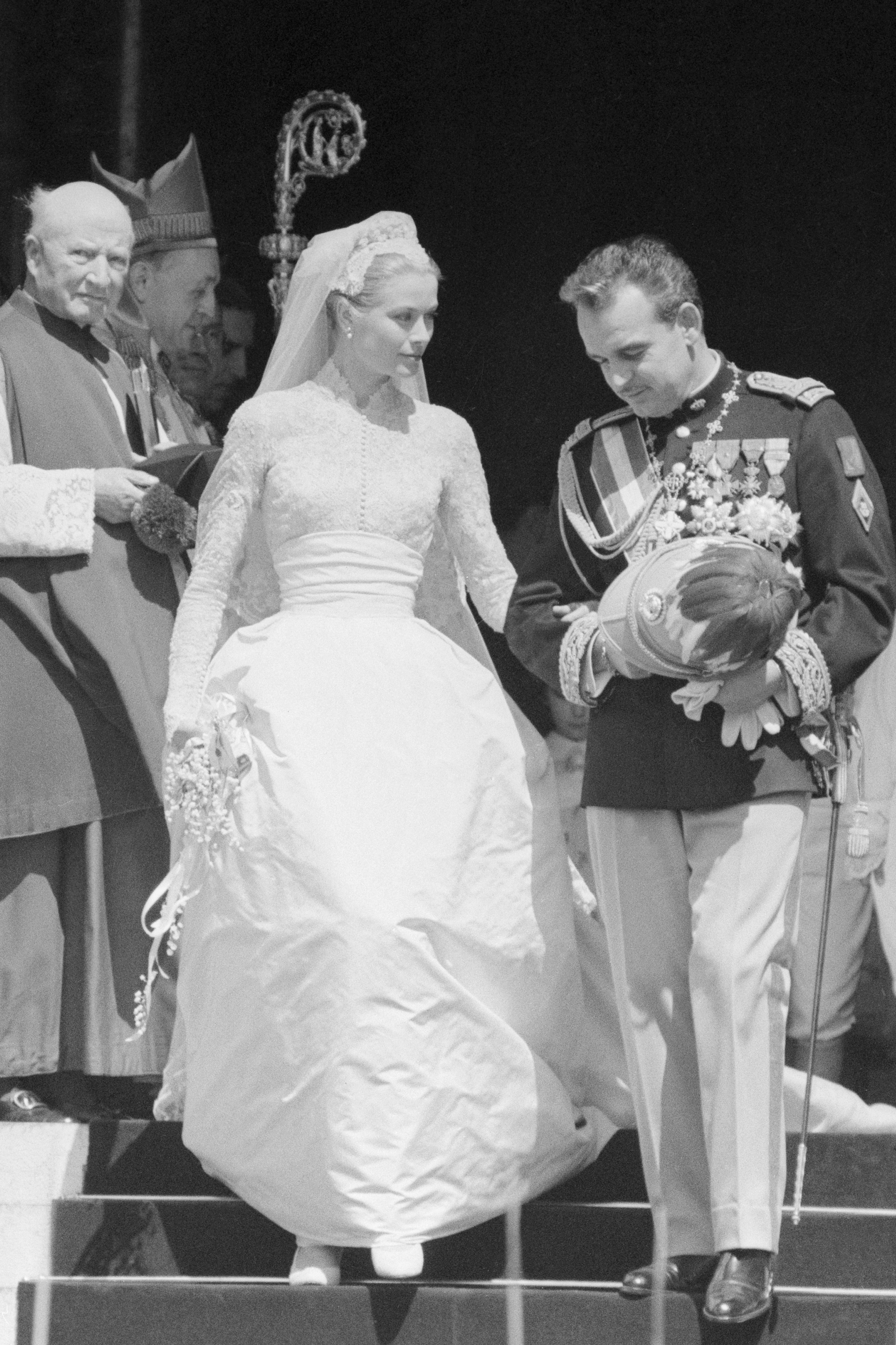 10 Things You Didn T Know About Grace Kelly S Wedding Dress Princess Bridal Gown