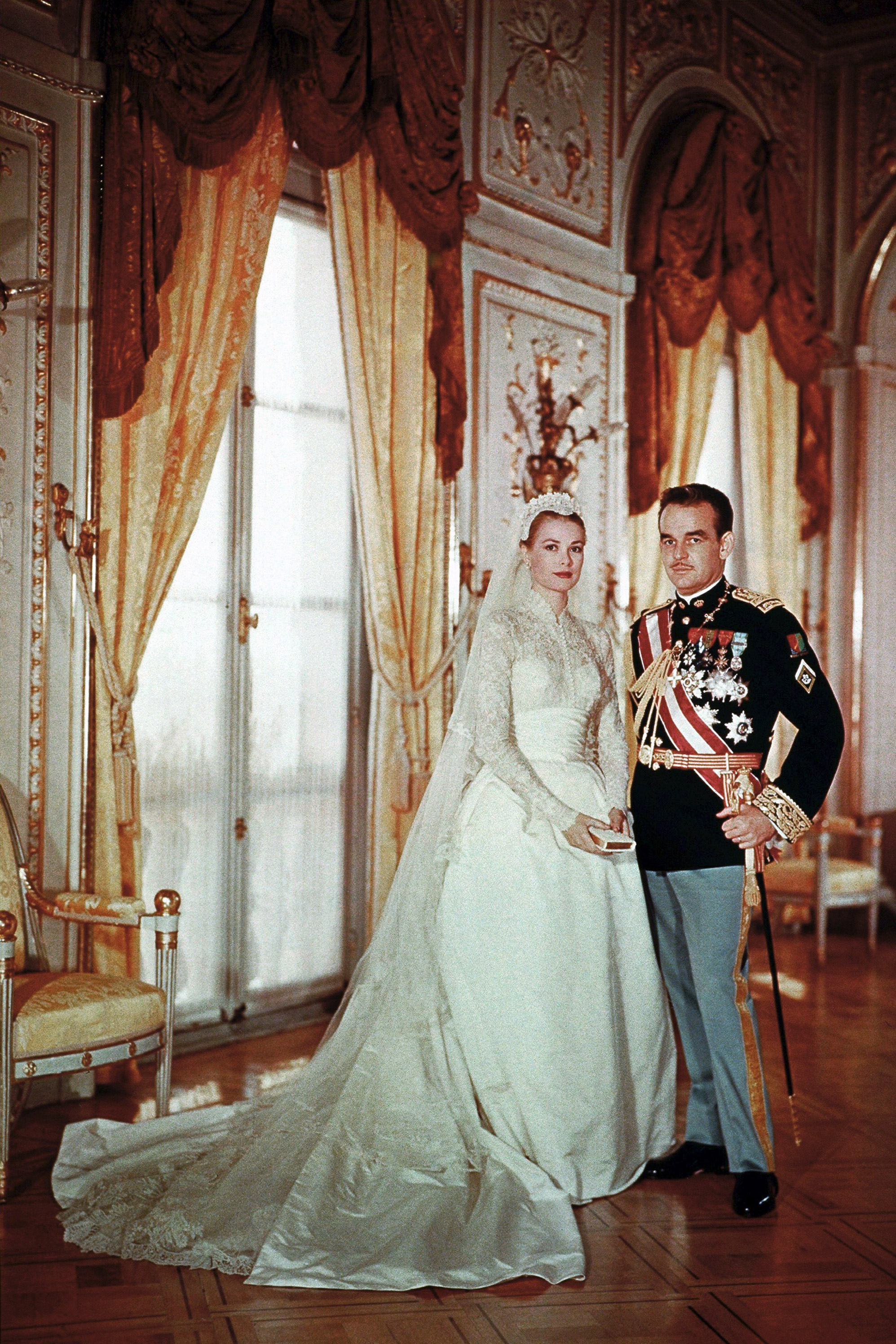 10 things you didn 39 t know about grace kelly 39 s wedding for Grace kelly dress wedding