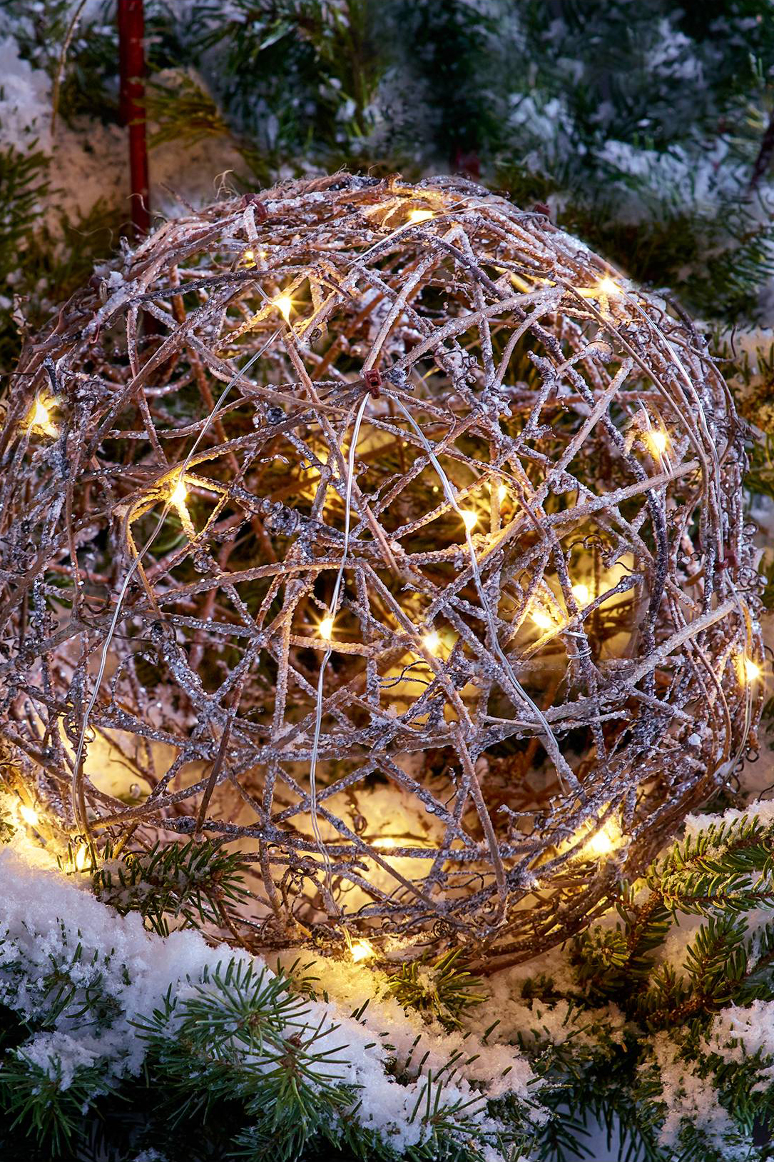 20 outdoor christmas light decoration ideas outside christmas lights display pictures - Sphere Christmas Lights