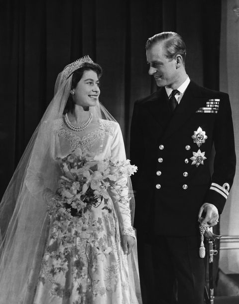 Queen Elizabeths Tiara Broke On The Morning Of Her Wedding