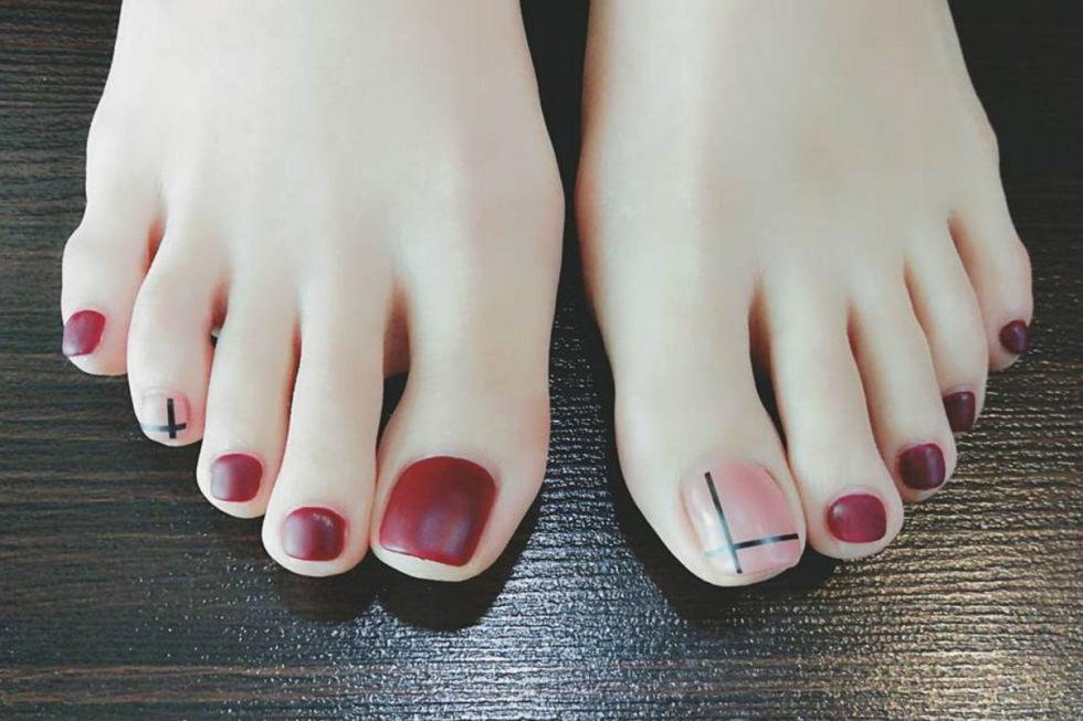 12 cute toe nail art designs 2018 best toenail polish ideas geometric accents prinsesfo Images