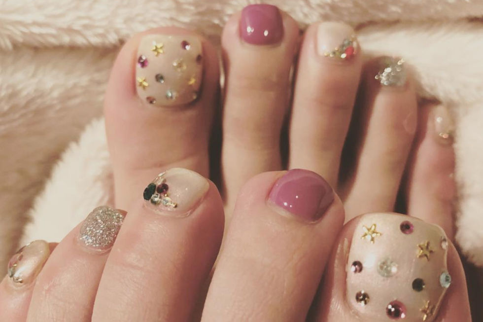 Why have oneaccent nailwhen they can all be accent nails? We love how there are five different finishes in this fun pedicure. See more on Instagram »
