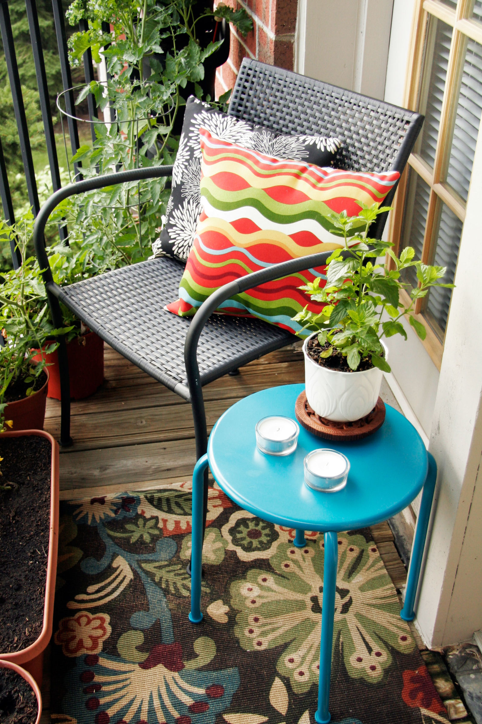 small outdoor decor ideas - decorate your small yard or patio - Tiny Patio Ideas