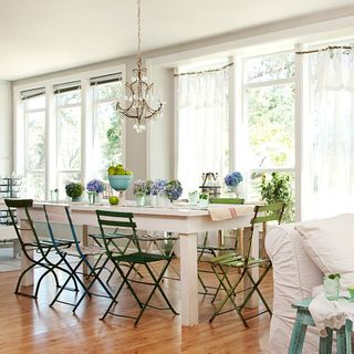cultivate a look thats charming and carefree - American Home Decorations