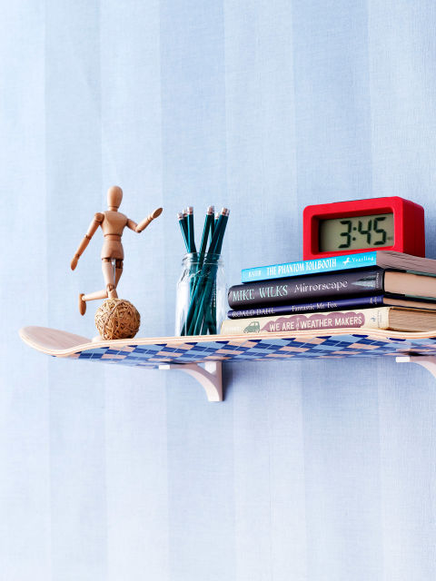 Stylish And Easy Skateboard Shelf