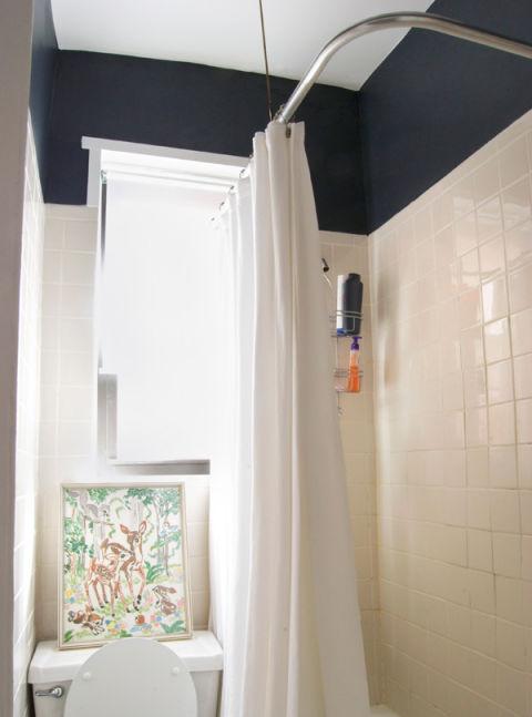 Black walls home paint ideas for Good housekeeping bathroom ideas