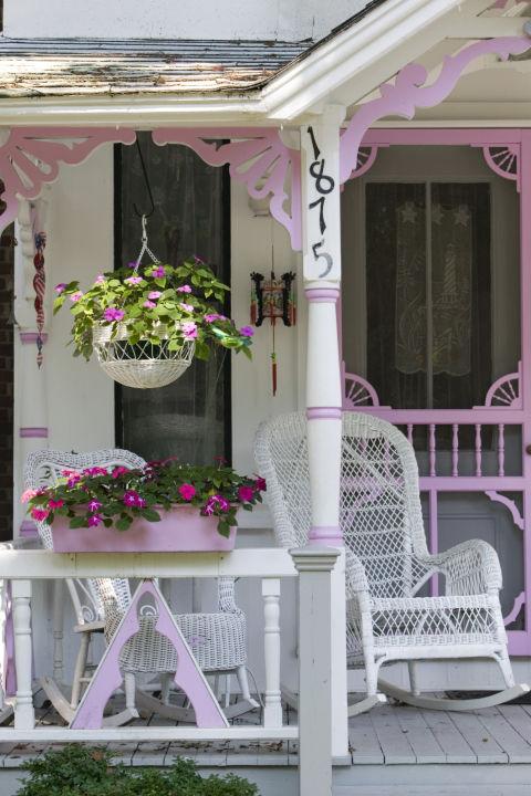 http://ghk.h-cdn.co/assets/cm/15/11/480x720/54ff87691ddc9-flowers-porch-de.jpg