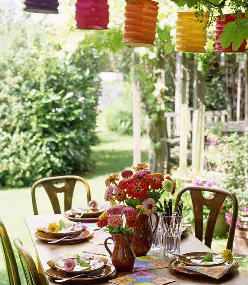 Summer party outdoor decorating ideas deck out your yard for Patio table centerpiece ideas