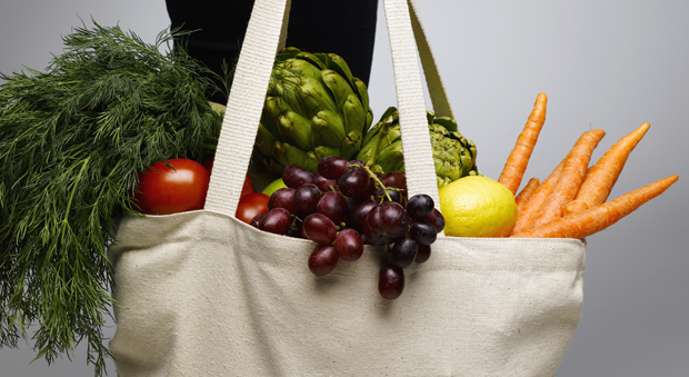 How To Clean Reusable Grocery Bags - Tips for Cleaning Grocery ...