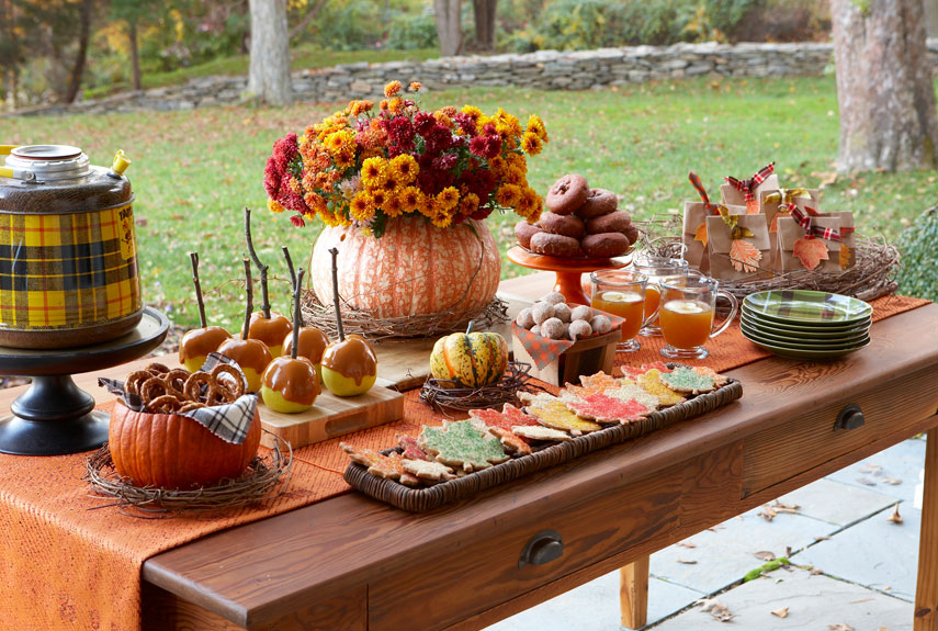 27 easy thanksgiving centerpieces for your holiday table Decorating thanksgiving table
