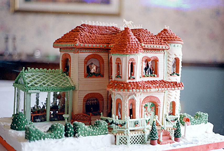 50 Amazing Gingerbread Houses - Pictures of Gingerbread House ...