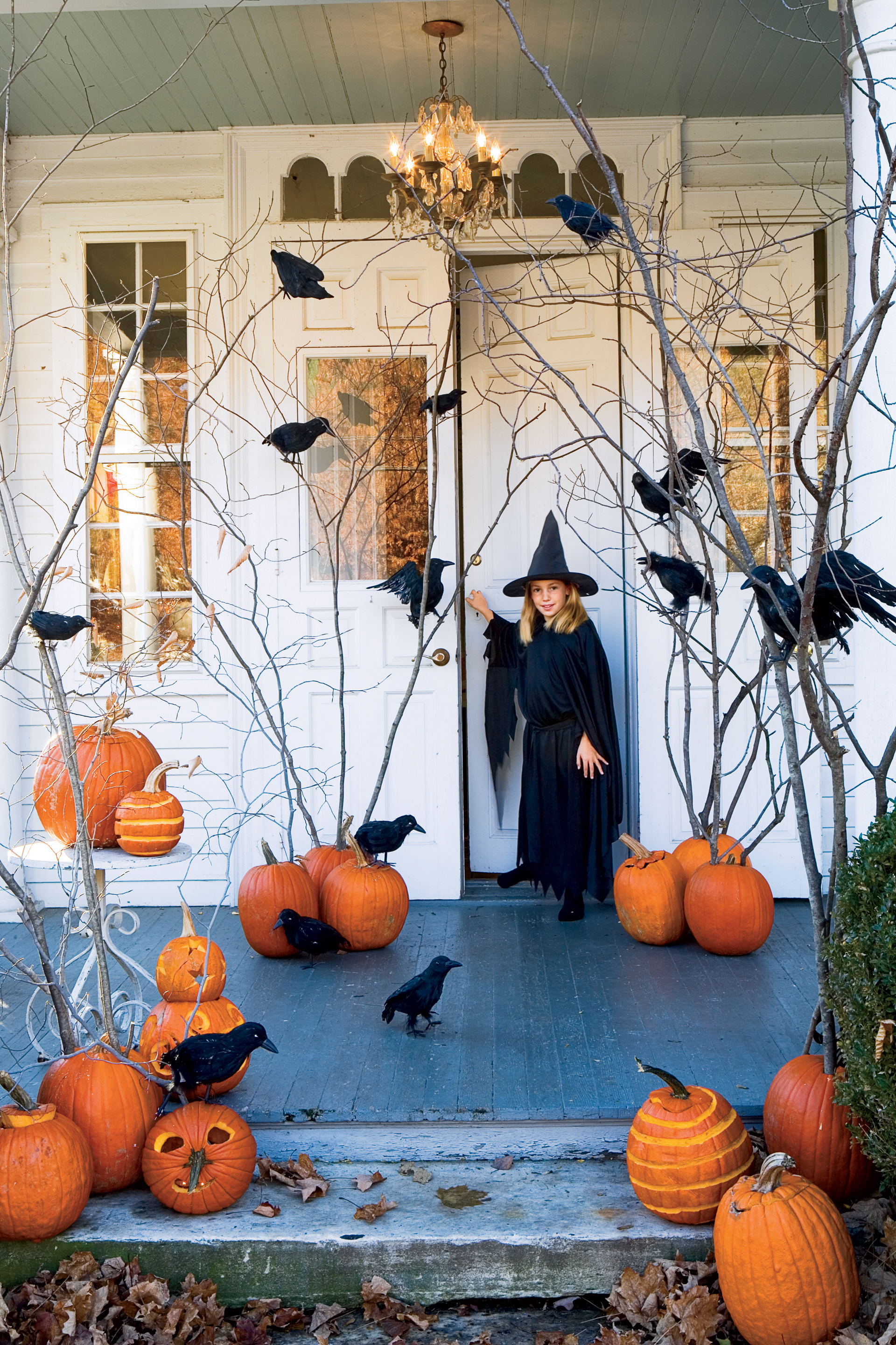11 fun halloween decorating ideas easy halloween decorations for Idee deco exterieur halloween